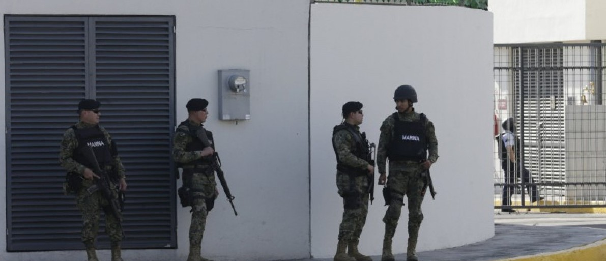 """Soldiers of the Mexican Navy await the arrrival of recaptured drug lord Joaquin """"El Chapo"""" Guzman at the Navy's airstrip in Mexico City, Mexico"""