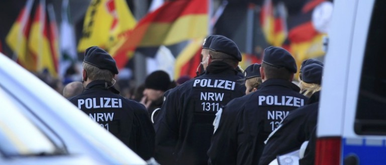 Police watch as supporters of anti-immigration right-wing movement PEGIDA (Patriotic Europeans Against the Islamisation of the West) take part in a demonstration march, in reaction to mass assaults on women on New Year's Eve, in Cologne, Germany, January 9, 2016. REUTERS/Ina Fassbender