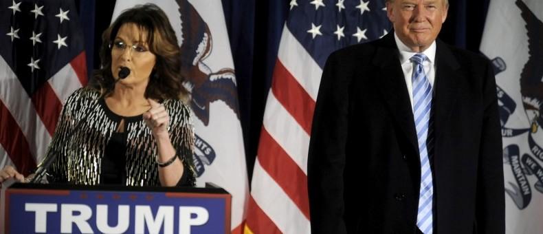 U.S. Republican presidential candidate Donald Trump (R) as Former Alaska Gov. Sarah Palin endorses him at a rally at Iowa State University in Ames, Iowa January 19, 2016. REUTERS/Mark Kauzlarich