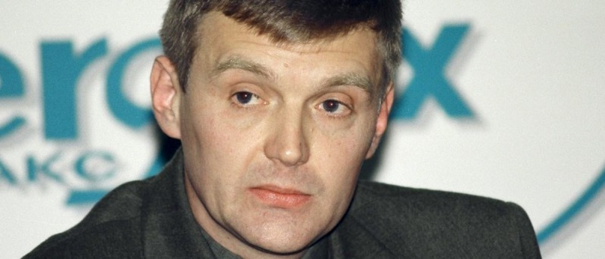 Alexander Litvinenko, then an officer of Russia's state security service FSB, attends a news conference in Moscow in this November 17, 1998 file picture. REUTERS/Vasily Djachkov