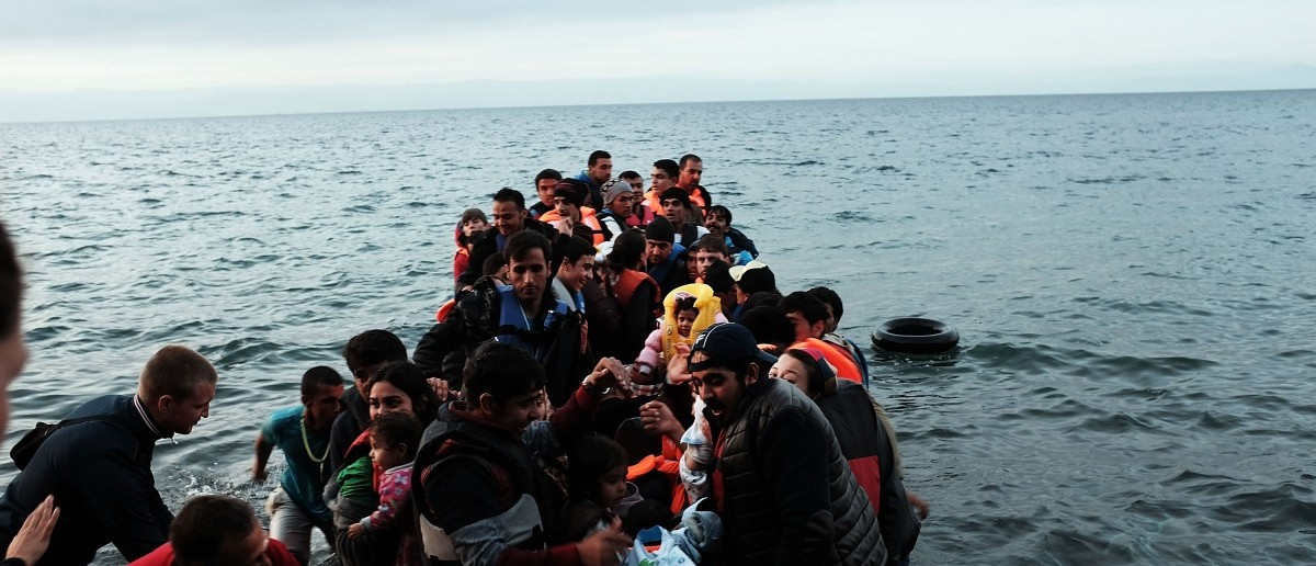 A group of migrants onto the beach from Turkey onto the island of Lesbos on October 21, 2015 in Sikaminias, Greece. (Spencer Platt/Getty Images)