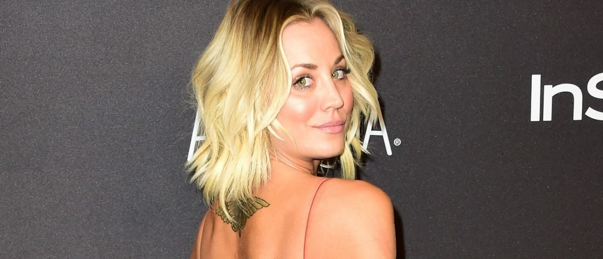 Kaley Cuoco stuns at InStyle awards. (Photo: Getty Images)