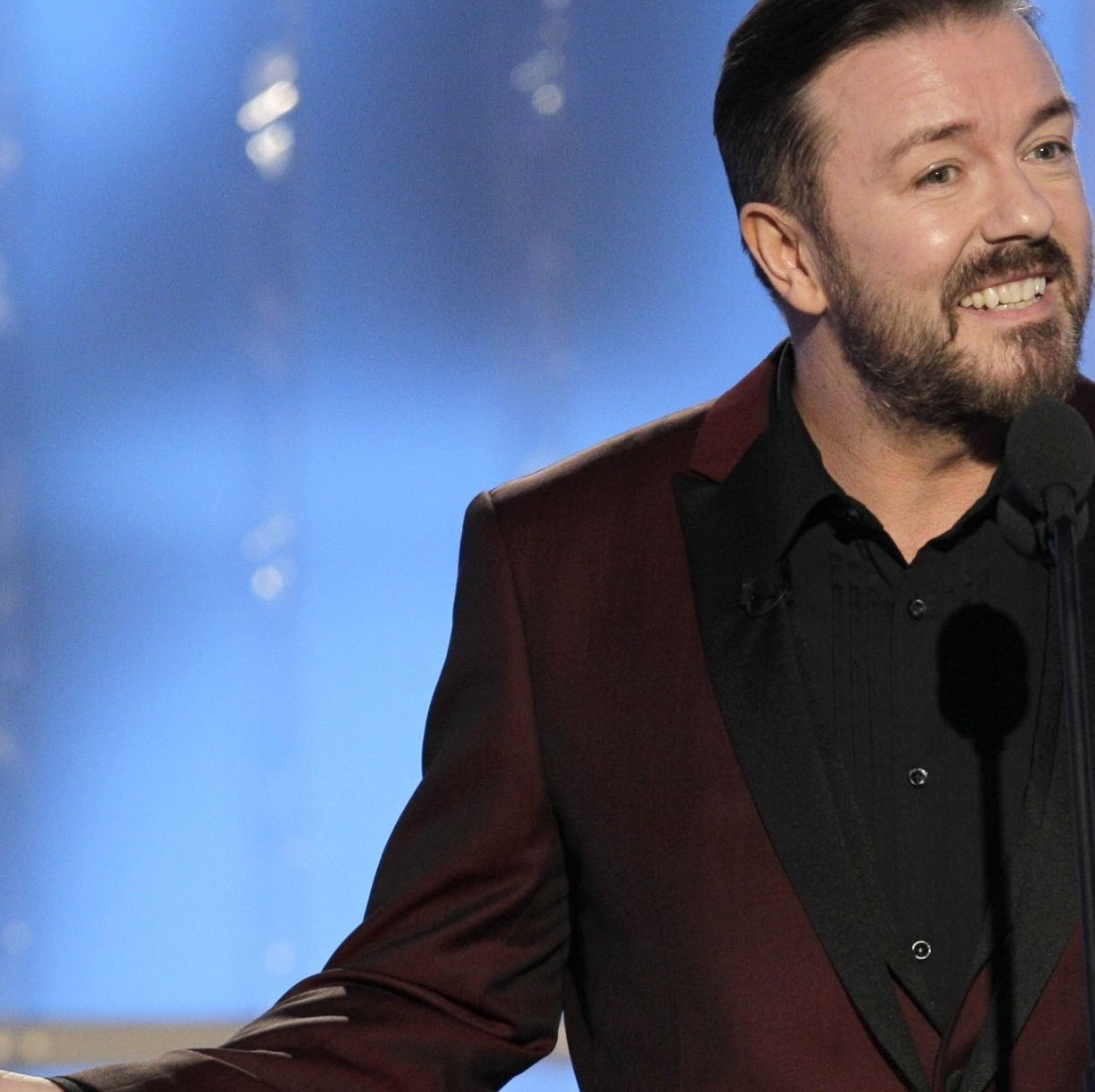 Ricky Gervais makes a joke about Caitlyn Jenner. (Photo: Paul Drinkwater/NBC via Getty Images)