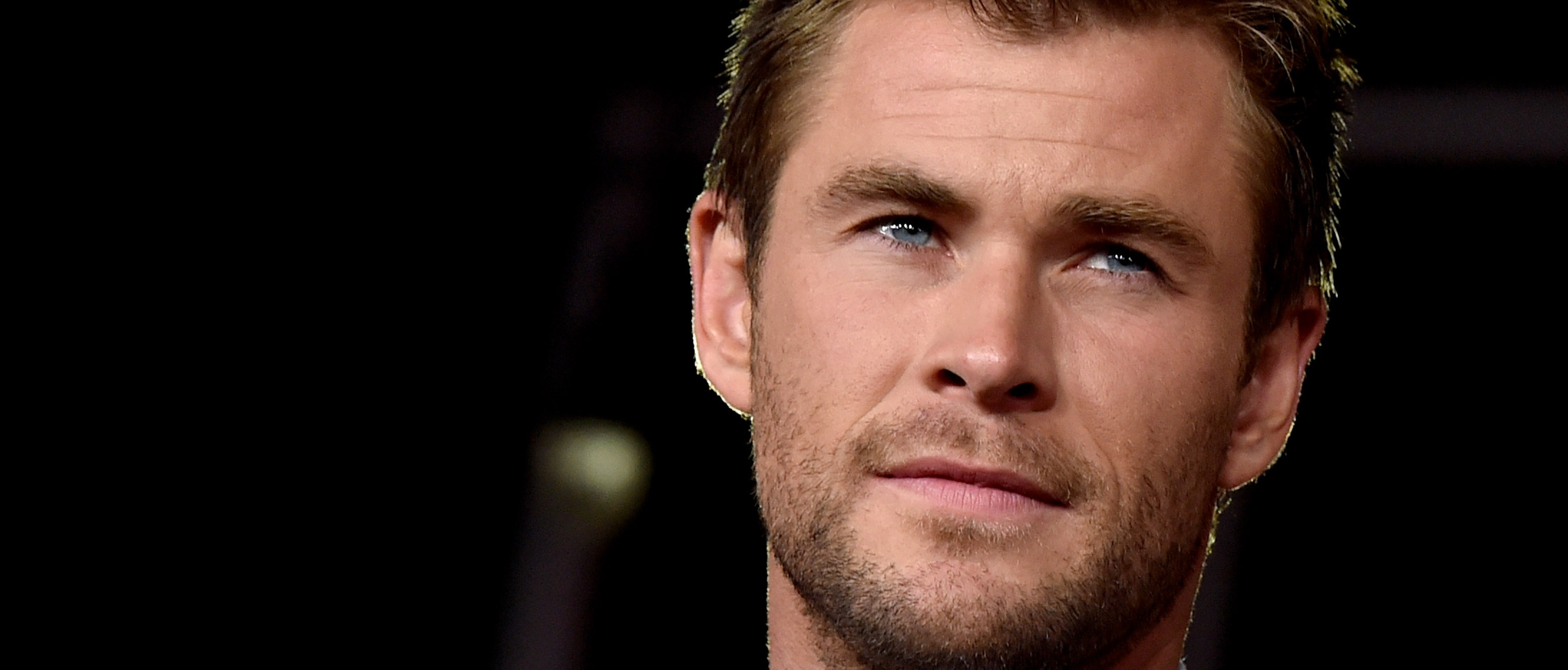 Chris Hemsworth dresses as Indian as New Years party. (Photo: Kevin Winter/Getty Images)