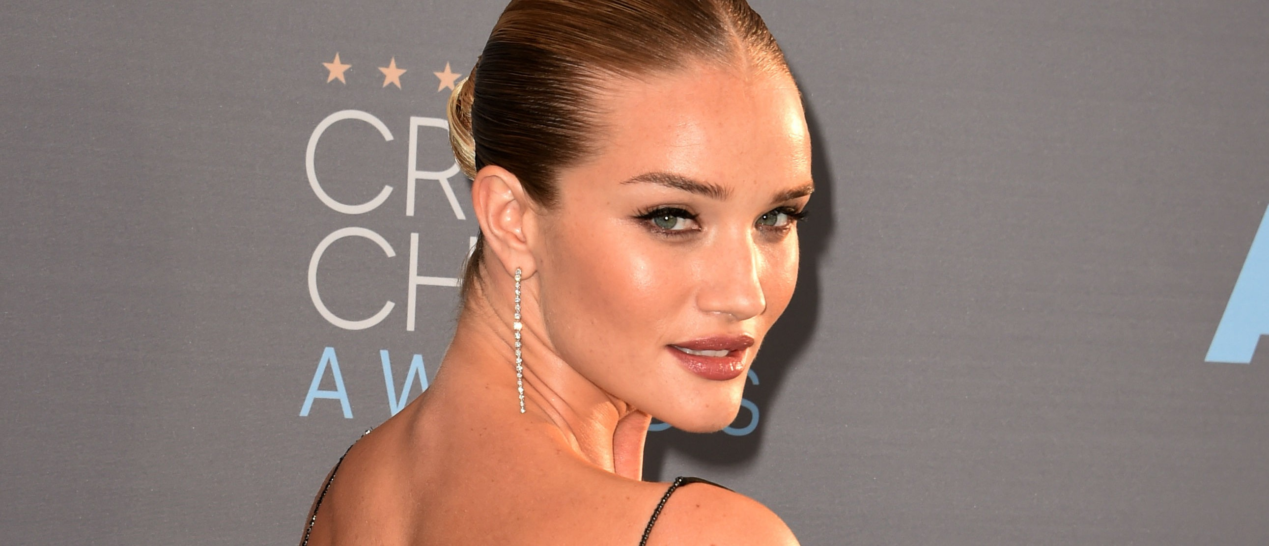 Rosie Huntington-Whiteley at the Critics Choice Awards. (Photo: Getty Images)