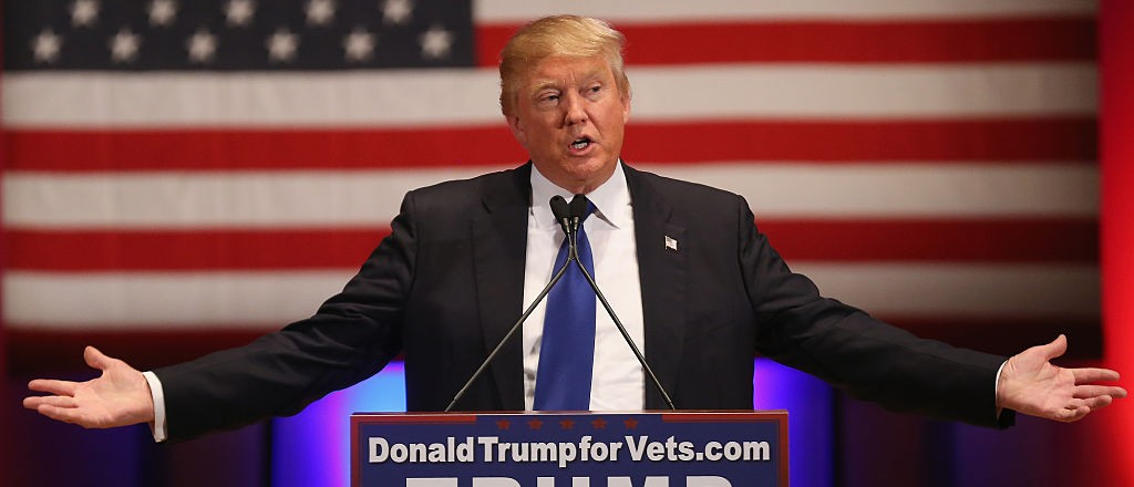DES MOINES, IA - JANUARY 28:  Republican presidential candidate Donald Trump gestures as he speaks to veterans at Drake University on January 28, 2016 in Des Moines, Iowa. Donald Trump held his alternative event to benefit veterans after withdrawing from the televised Fox News/Google  GOP debate  which airs at the same time.  (Photo by Christopher Furlong/Getty Images)