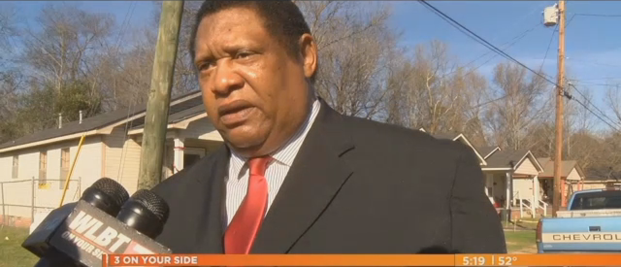 Kenneth Stokes tells WLBT-3 Eyewitness News his plan to use violence to keep police out of Jackson (Screenshot from WBLT-3 News)