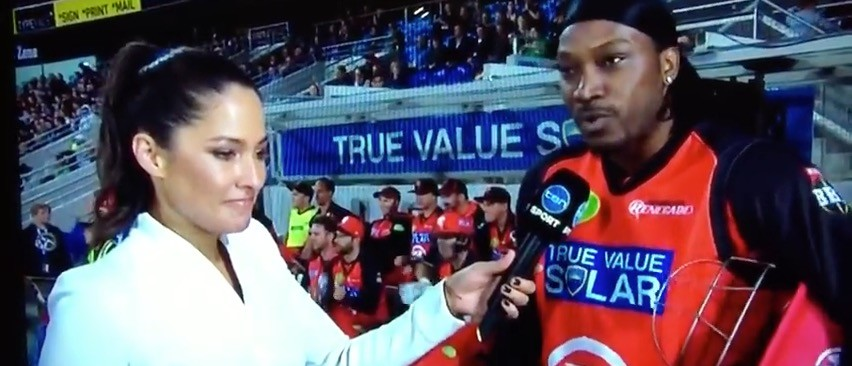 'Don't Blush Baby' -- Cricket Bro Tries To Pick-Up Smokeshow Reporter On-Air, Fails (YouTube)
