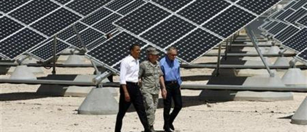 U.S. President Barack Obama (L) inspects an array of solar panels with U.S. Senate Majority Leader Harry Reid (R) and Colonel Howard Belote, base commander at Nellis Air Force Base in Las Vegas, Nevada May 27, 2009. (REUTERS/Jason Reed)