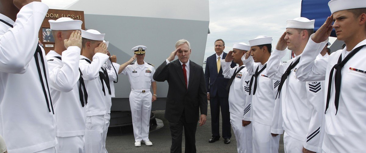 U.S. Secretary of the Navy Ray Mabus salutes servicemen as he leaves the USS Freedom littoral combat ship after his visit, at Changi Naval Base in Singapore May 11, 2013. REUTERS/Edgar Su