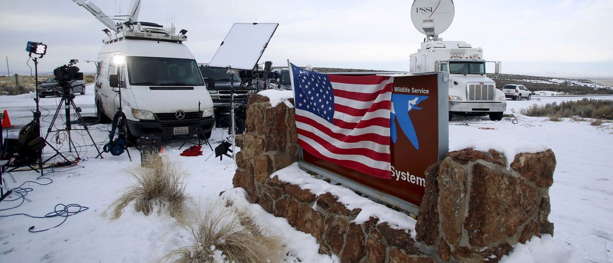 Media and satellite trucks are seen at the Malheur National Wildlife Refuge near Burns, Oregon, January 4, 2016. A group of self-styled militiamen occupied the headquarters of a U.S. wildlife refuge in eastern Oregon in a standoff with authorities, officials and local media reports said on Sunday, in the latest dispute over federal land use in the West. REUTERS/Jim Urquhart