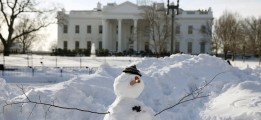 A snowman stands in front of the White House in Washington January 25, 2016. The Washington area is digging out from the weekend blizzard. REUTERS/Kevin Lamarque