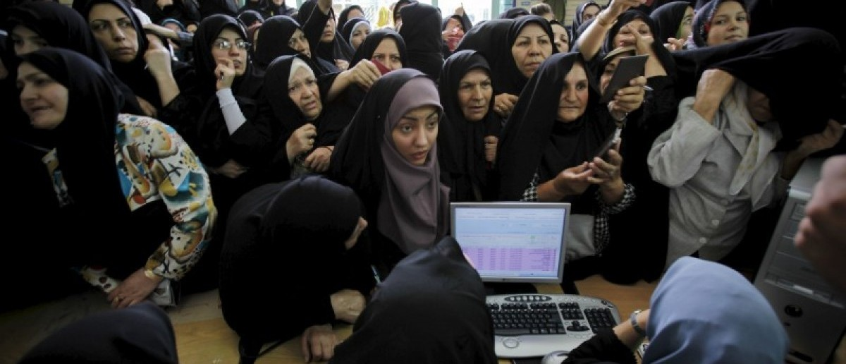 Iranian women wait to cast their votes during the Iranian presidential election in Tehran, in this June 12, 2009 file photo. REUTERS/Ahmed Jadallah/Files