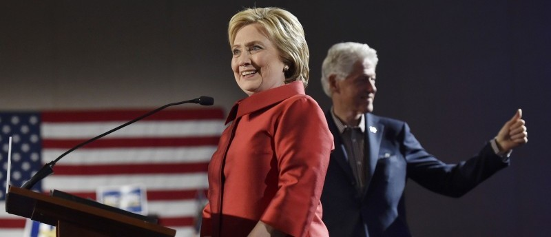 Democratic U.S. presidential candidate Hillary Clinton smiles as she speaks to supporters while her husband, former President Bill Clinton (R), gives a thumbs up to the crowd after Mrs. Clinton was projected to be the winner in the Nevada Democratic caucuses, in Las Vegas, Nevada February 20, 2016. REUTERS/David Becker