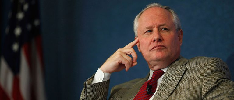 """Bill Kristol doesn't understand how Americans don't recognize that Trump is """"the very epitome of vulgarity?"""" (photo: Getty Images, quote: National Review, http://www.nationalreview.com/article/430126/donald-trump-conservatives-oppose-nomination)"""