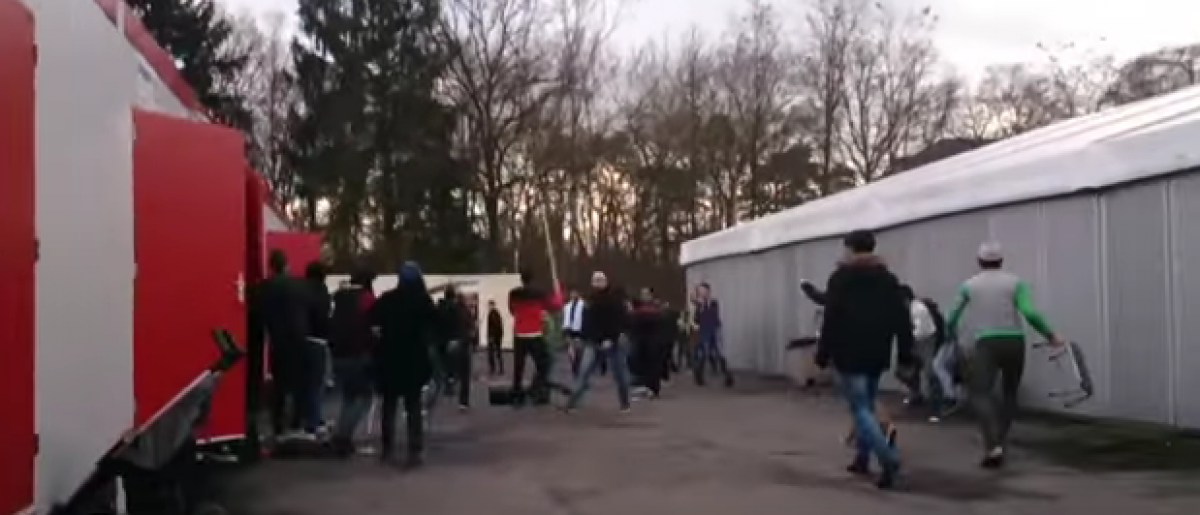 More than 100 refugees clashed at a refugee center in Belgium (YouTube)