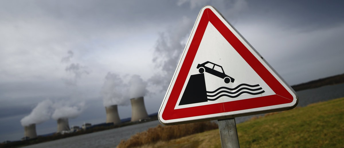 An open water proximity road sign warns car drivers of Lake Mirgenbach near the four cooling towers of the nuclear power plant of French supplier Electricite de France (EDF) in Cattenom, eastern France, January 27, 2016. The Cattenom nuclear power stations are cooled by the nearby Moselle river and the artificial water reserve of Lake Mirgenbach. Picture taken January 27, 2016.   REUTERS/Wolfgang Rattay