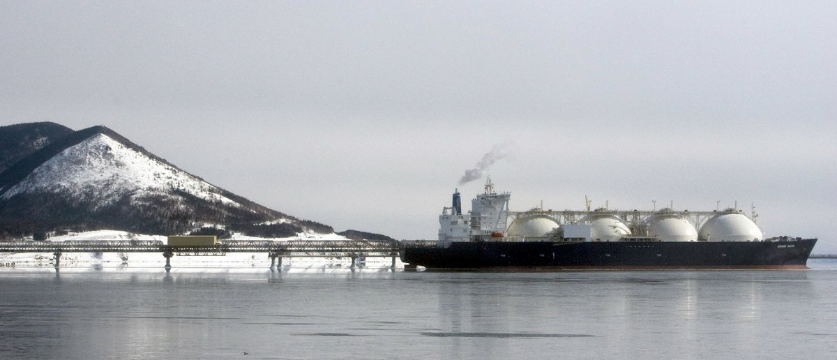 A Japanese-made liquefied natural gas (LNG) carrier is anchored near an LNG plant on Sakhalin island near the town of Korsakov, some 50 km (31 miles) from Yuzhno-Sakhalinsk February 18, 2009. Russia's Sakhalin Energy will export about 50 cargoes of LNG this year, with the majority going to resource-hungry Japan, the head of the company said. REUTERS/Sergei Karpukhin (RUSSIA)