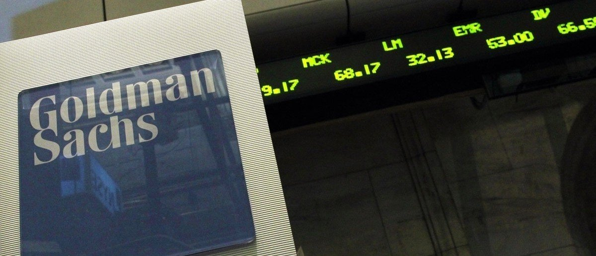 A Goldman Sachs sign is seen over their kiosk on the floor of the New York Stock Exchange, April 26, 2010. REUTERS/Brendan McDermid (UNITED STATES - Tags: BUSINESS)