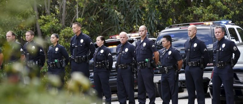 LAPD officers stand in line outside the estate of former U.S. first lady Nancy Reagan, who died at the age of 94, in the Bel-Air neighborhood of Los Angeles, California March 6, 2016. REUTERS/Jonathan Alcorn