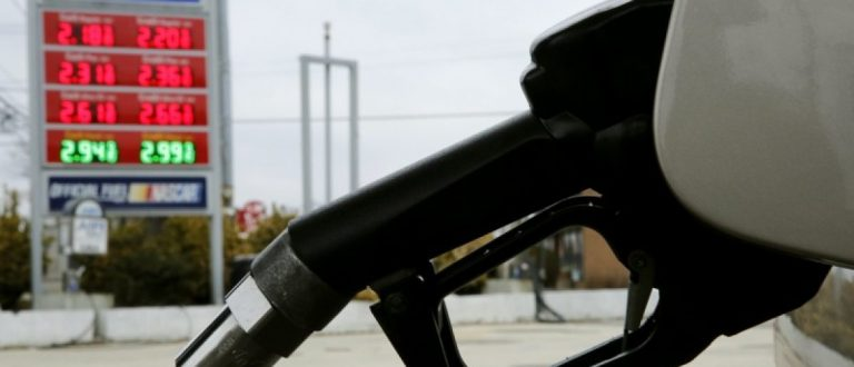 A Sunoco station gasoline pump is seen during a fill up in Colesville, Maryland in this February 10, 2015 file photo. REUTERS/Gary Cameron/Files