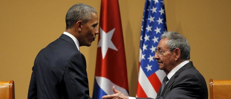 U.S. President Barack Obama shakes hands with Cuban President Raul Castro after a news conference as part of Obama's three-day visit to Cuba, in Havana March 21, 2016. REUTERS/Carlos Barria