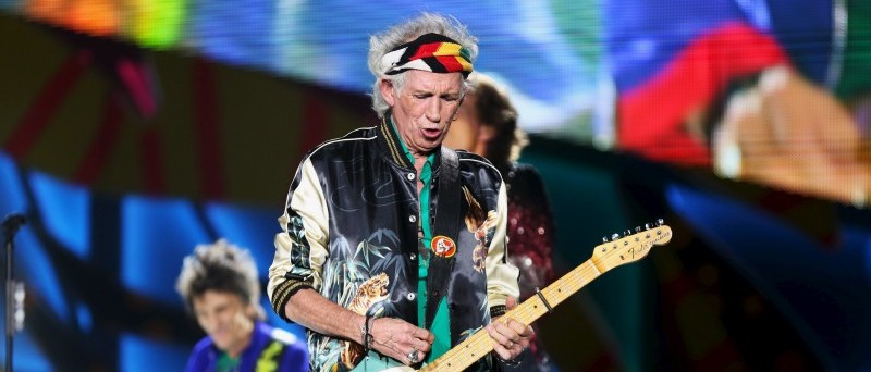 Keith Richards of the Rolling Stones performs a free outdoor concert at Ciudad Deportiva de la Habana sports complex in Havana, Cuba March 25, 2016. REUTERS/Alexandre Meneghini