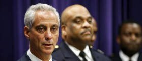 Chicago Mayor Rahm Emanuel (L) announces that he is appointing Eddie Johnson (C) as the Interim Superintendent of the Chicago Police Department, during a news conference in Chicago, March 28, 2016. REUTERS/Kamil Krzaczynski