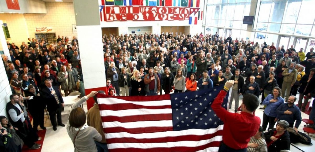 Voters recite the Pledge of Allegiance at a Republican U.S. presidential caucus in Salt Lake City, Utah March 22, 2016. REUTERS/Jim Urquhart