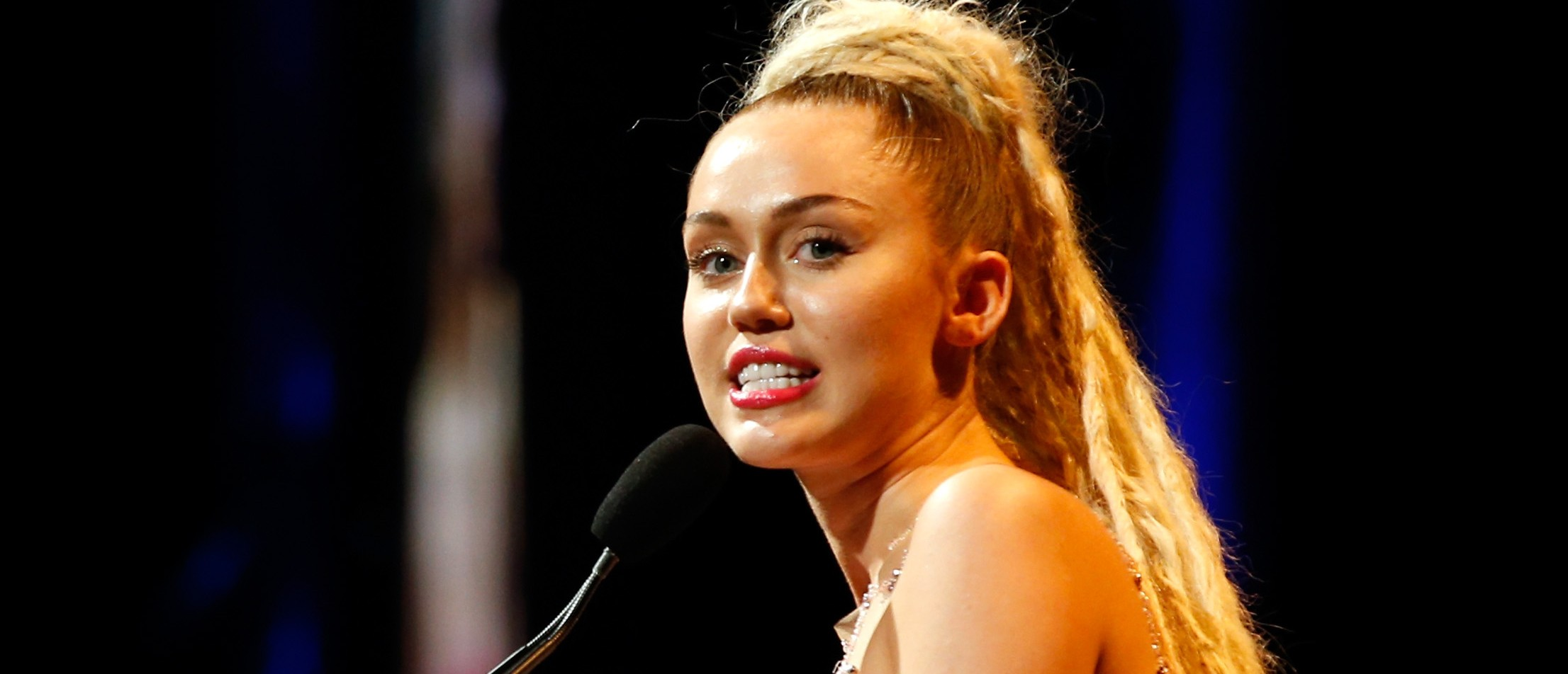 Miley Cyrus posts photo of Jodie Sweetin