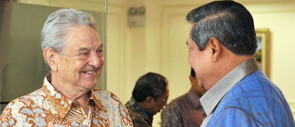 Indonesian President Susilo Bambang Yudhoyono (R) talks with George Soros, member of the United Nations High Level Advisory Group on Climate Change Financing during their meeting at the Presidential office in Jakarta on May 10, 2010.  The meeting is a follow-up of the Copenhagen meeting on December 2009. Soros is schedulled to meet several Indonesian top officials during his visit.   AFP PHOTO / Bay ISMOYO (Photo credit should read BAY ISMOYO/AFP/Getty Images)