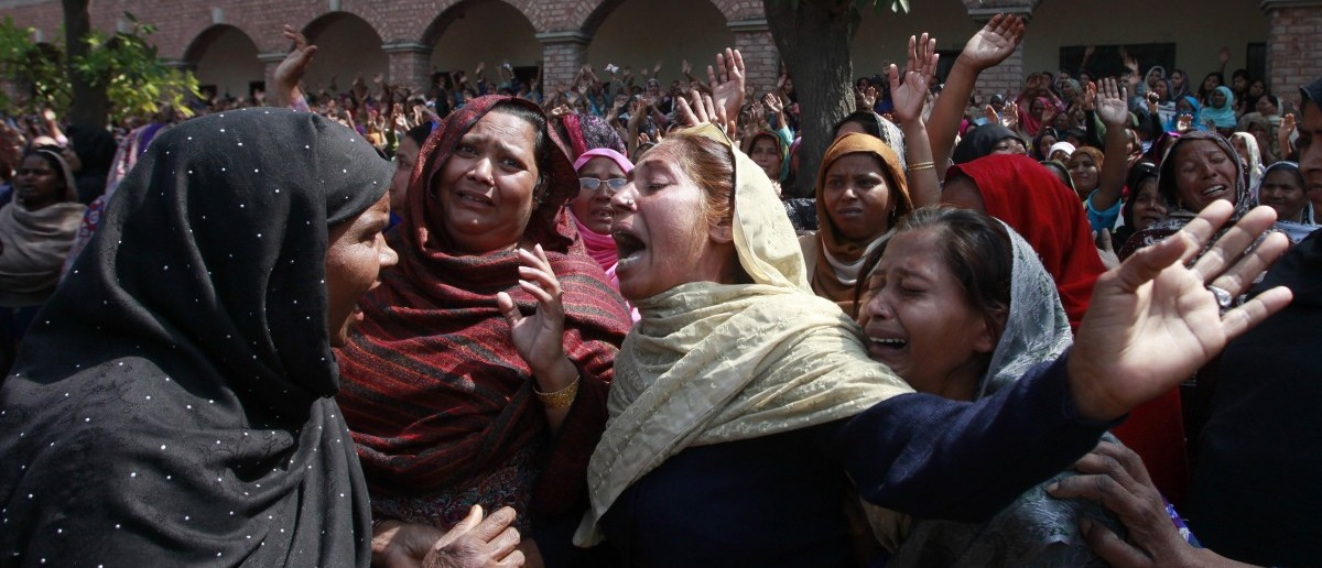 Women from the Christian community mourn for their relatives, who were killed by a suicide attack on a church, during their funeral in Lahore, March 17, 2015. Suicide bombings outside two churches in Lahore killed 14 people and wounded nearly 80 others during services on Sunday in attacks claimed by a faction of the Pakistani Taliban. REUTERS/Mohsin Raza