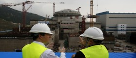 British Chancellor of the Exchequer George Osborne (L) chats with Taishan Nuclear Power Joint Venture Co Ltd General Manager Guo Liming in front of a nuclear reactor under construction at a nuclear power plant in Taishan, Guangdong province, October 17, 2013. Chinese companies will be allowed to take stakes in British nuclear projects, Osborne said on Thursday, as Britain pushes ahead with an ambitious target to expand nuclear energy. REUTERS/Bobby Yip