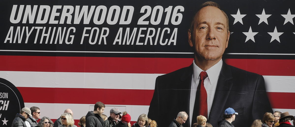 "People line up outside a ""House of Cards"" guerrilla marketing campaign in Greenville, South Carolina, February 12, 2016. Actor Kevin Spacey plays the role of Frank Underwood in the Netflix series. REUTERS/Carlo Allegri"