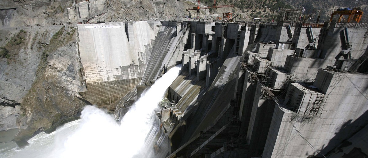 A general view of a newly inaugurated 450-megawatt hydropower project located at Baglihar Dam on the Chenab river, which flows from Indian Kashmir into Pakistan, is seen at Chanderkote, about 145 km (90 miles) north of Jammu October 10, 2008. Thousands of Kashmiris staged a demonstration on Friday against the visit of Prime Minister Manmohan Singh to inaugurate a train link and power project in the disputed region that has seen the biggest anti-India protests in years. REUTERS/Amit Gupta