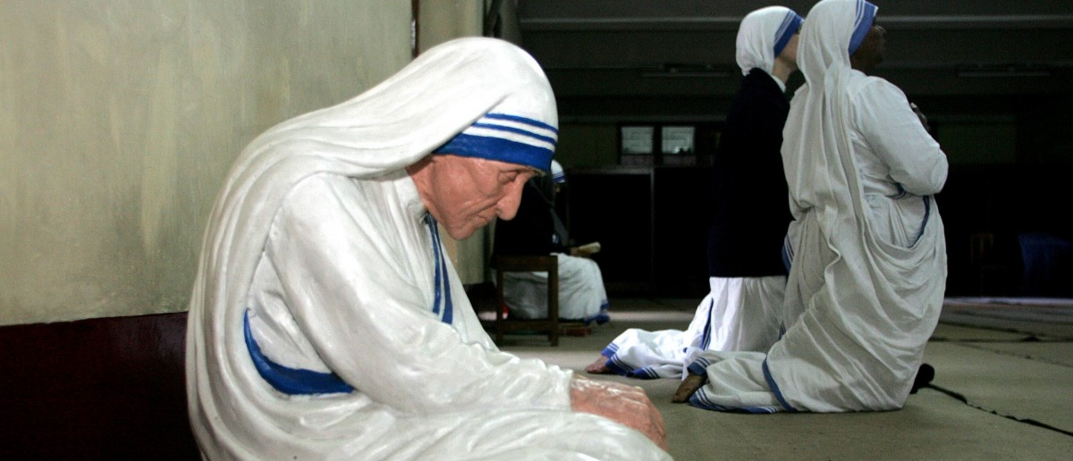 Catholic nuns from the Missionaries of Charity kneel as they pray beside a statue of Mother Teresa in Calcutta. Catholic nuns from the Missionaries of Charity kneel as they pray during the prayer beside a statue of Mother Teresa for the quick recovery of Pope John Paul in the eastern Indian city of Calcutta, February 2, 2005. Pope John Paul's condition stabilised on Wednesday after overnight hospital treatment but the Roman Catholic leader needed emergency therapy that included help with breathing, the Vatican said. REUTERS/Jayanta Shaw