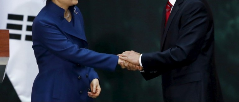 Mexico's President Enrique Pena Nieto shakes hands with South Korean President Park Geun-Hye during a welcome ceremony at the National Palace in Mexico City, April 4, 2016. REUTERS/Edgard Garrido