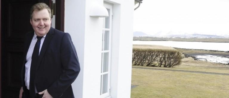 Iceland's Prime Minister Sigmundur David Gunnlaugsson arrives at Iceland president's residence in Reykjavik, Iceland, April 5, 2016. REUTERS/Sigtryggur Johannsson