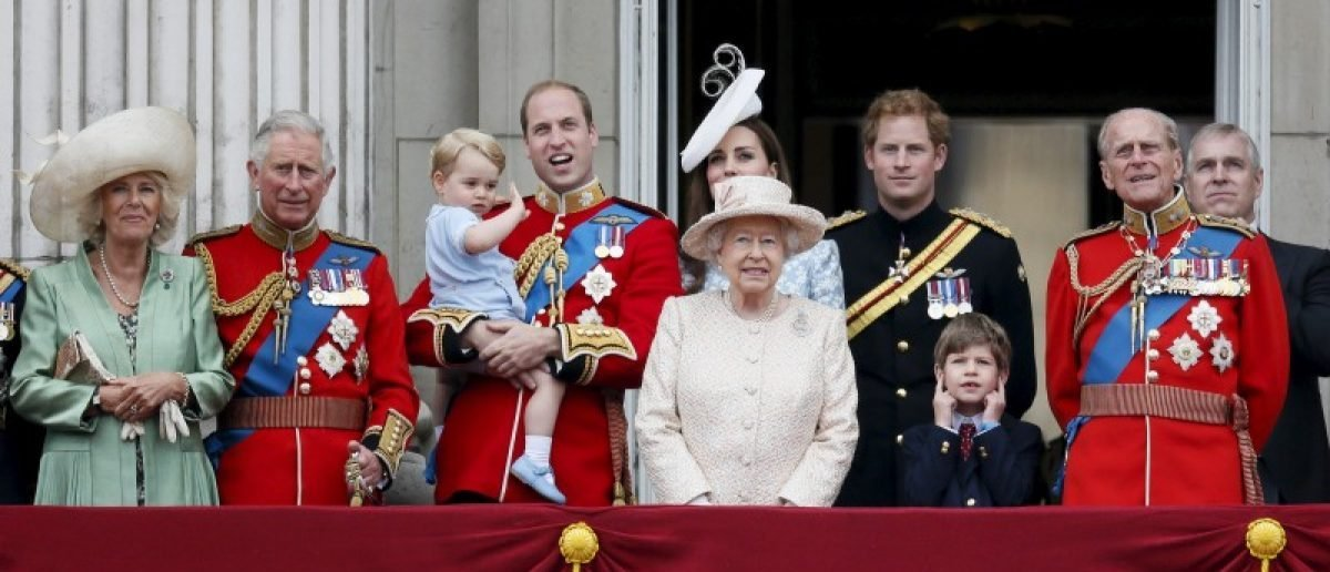 Senior members of Britain's royal family stand on the balcony of Buckingham Palace, London, in this June 13, 2015 file photo. REUTERS/Stefan Wermuth/Files