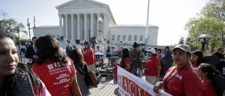 Immigration activists rally outside the U.S. Supreme Court as justices hear arguments in a challenge by 26 states over the constitutionality of President Barack Obama's executive action to defer deportation of certain immigrant children and parents who are in the country illegally in Washington April 18, 2016. REUTERS/Joshua Roberts