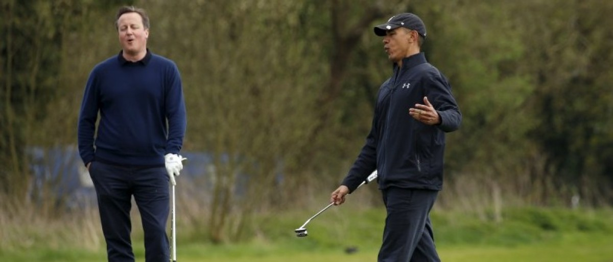 U.S. President Barack Obama and British Prime Minister David Cameron react as Obama misses a putt during a round of golf at The Grove golf course in Watford, England April 23, 2016.REUTERS/Kevin Lamarque