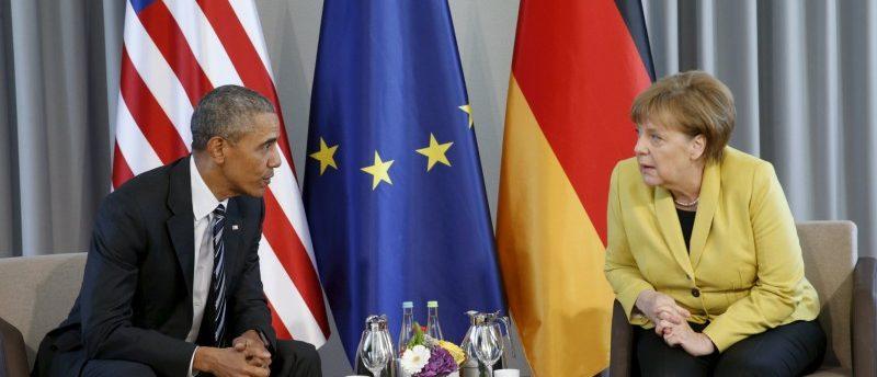 U.S. President Barack Obama and German Chancellor Angela Merkel meet at Schloss Herrenhausen in Hanover, Germany April 24, 2016.REUTERS/Kevin Lamarque