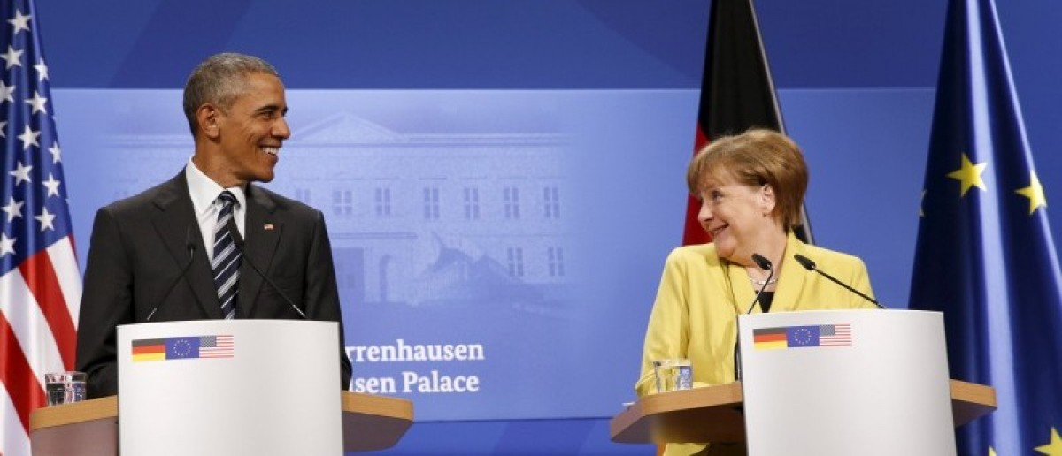 U.S. President Barack Obama and German Chancellor Angela Merkel smile at one another during a news conference at Schloss Herrenhausen in Hanover, Germany April 24, 2016.REUTERS/Kevin Lamarque