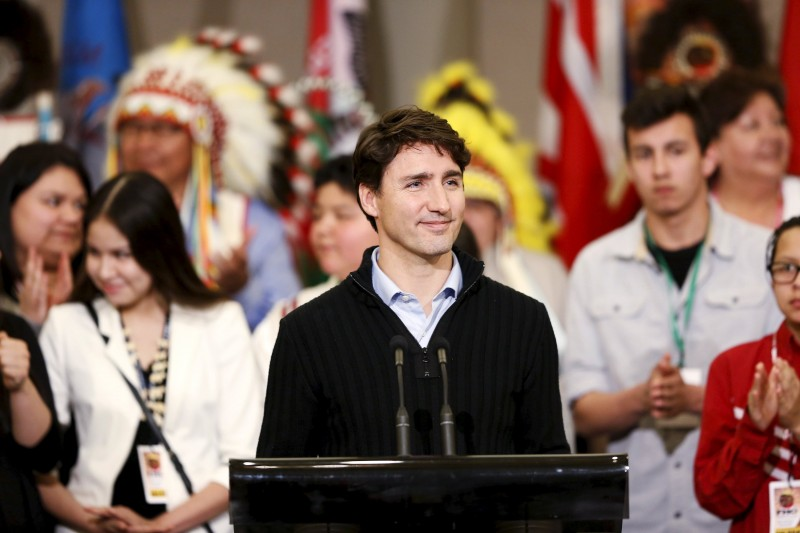 Prime Minister Justin Trudeau talks with First Nations leaders and delegates at the File Hills Qu'Appelle Tribal Council in Fort Qu'Appelle, Saskatchewan, Canada on April 26, 2016. REUTERS/David Stobbe