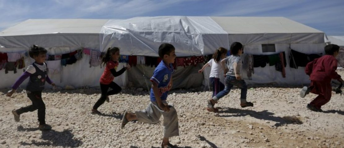 Internally displaced children run inside a refugee camp in Dana town after fleeing Palmyra, in northern Idlib province, Syria April 2, 2016. REUTERS/Khalil Ashawi