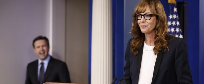 """White House Press Secretary Josh Earnest (L) feigns shock that actress Allison Janney, who played a fictional press secretary in """"The West Wing"""" television show, had commandeered the lectern before the daily press briefing at the White House in Washington, U.S., April 29, 2016. REUTERS/Jonathan Ernst"""