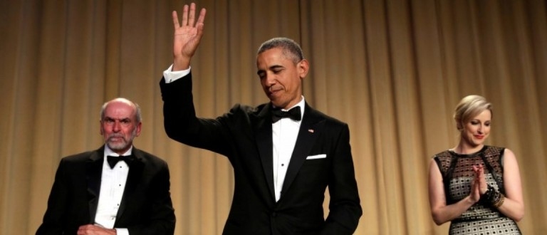 U.S. President Barack Obama waves at the White House Correspondents' Association annual dinner in Washington, U.S., April 30, 2016. REUTERS/Yuri Gripas