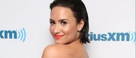Demi Lovato posts bikini photo