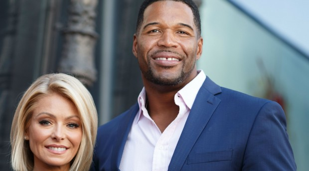 """Kelly Ripa not on """"Live"""" after Strahan quits"""