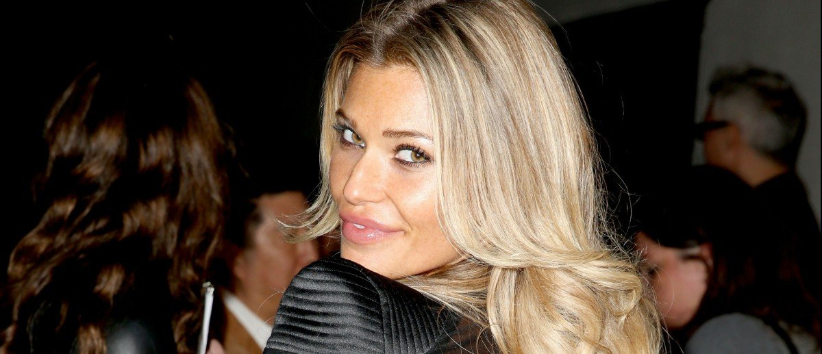 Samantha Hoopes Just Posted A Completely Topless Photo